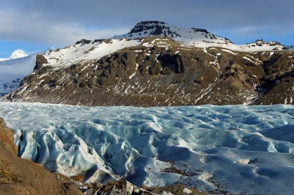 Bläulich schimmernder Gletscher