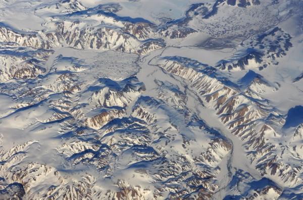 Berge und Täler aus der Luft