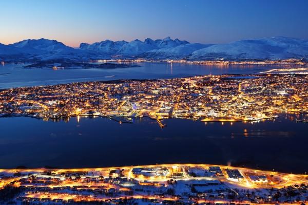 Tromsø bei einbrechender Dunkelheit