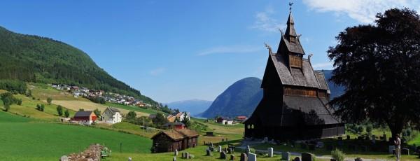 Stabkirche im Sonnenschein