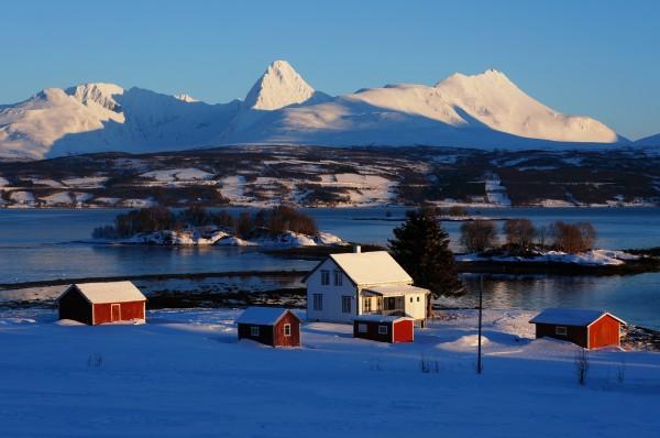 Rote Häuser im Schnee