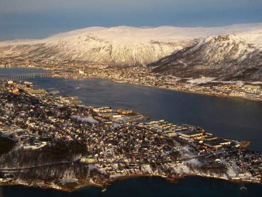 Tromsø im Abendlicht (Luftaufnahme, 2010)
