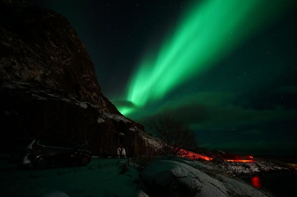 Auto unter dem Polarlicht
