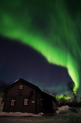 Haus unter dem Polarlicht 2