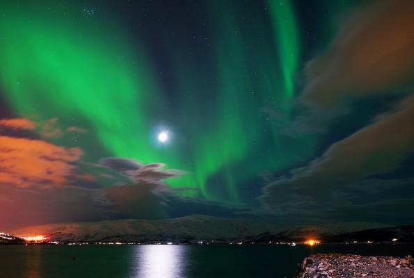 Polarlicht über der Stadt