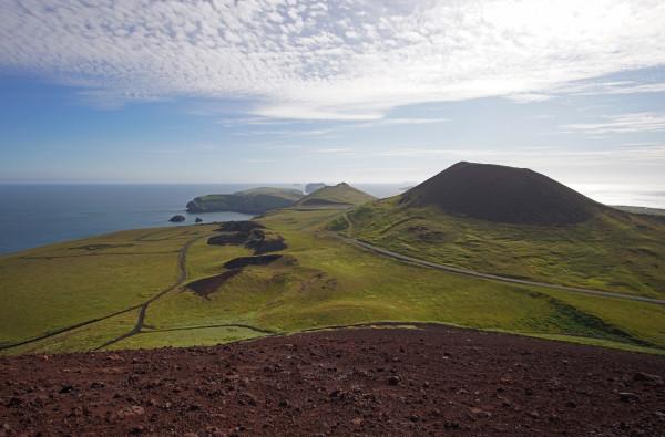 Vulkane und saftige Felder