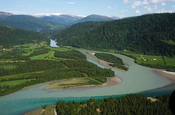 Fluss mit Schmelzwasser