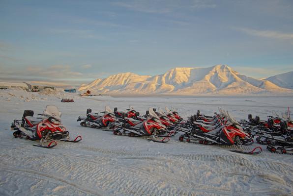 Die Snowscooter stehen bereit