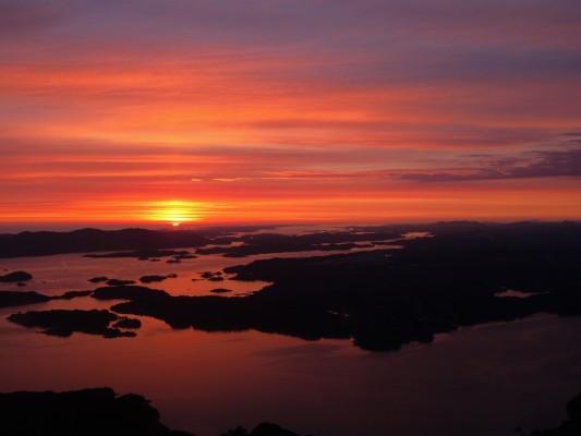 Sonnenuntergang über Bergen